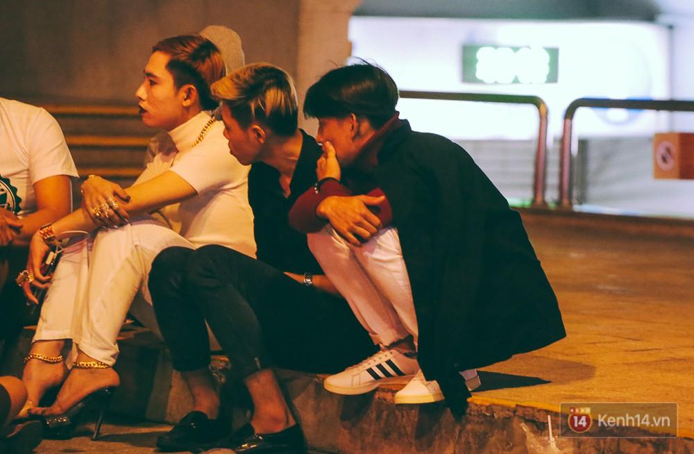 Chùm ảnh: Sài Gòn xuống 20 độ C kèm gió lạnh, người dân co ro khi đêm về - Ảnh 16.