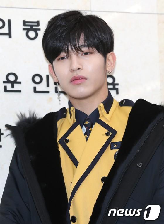 Loạt idol Kpop tốt nghiệp hôm nay: Kim Yoo Jung đẹp đến đẳng cấp nữ thần, Wanna One và NCT đọ vẻ điển trai - Ảnh 29.