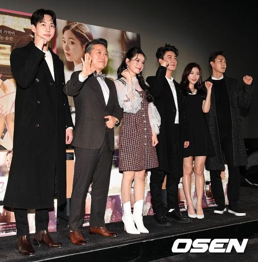 Cùng bị dìm tại sự kiện: Nữ thần Kpop đẹp mê hồn, Chi Pu được gọi là Kim Tae Hee Việt Nam nhưng mặt sao thế này? - Ảnh 27.