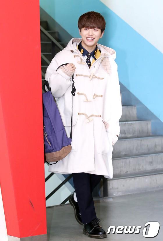 Loạt idol Kpop tốt nghiệp hôm nay: Kim Yoo Jung đẹp đến đẳng cấp nữ thần, Wanna One và NCT đọ vẻ điển trai - Ảnh 30.