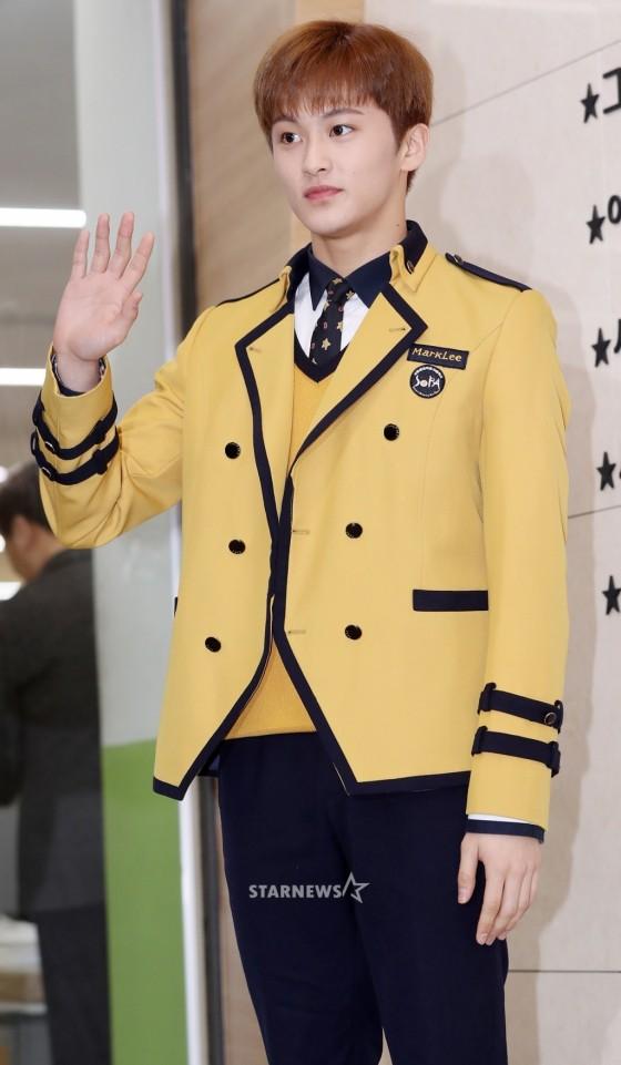 Loạt idol Kpop tốt nghiệp hôm nay: Kim Yoo Jung đẹp đến đẳng cấp nữ thần, Wanna One và NCT đọ vẻ điển trai - Ảnh 13.
