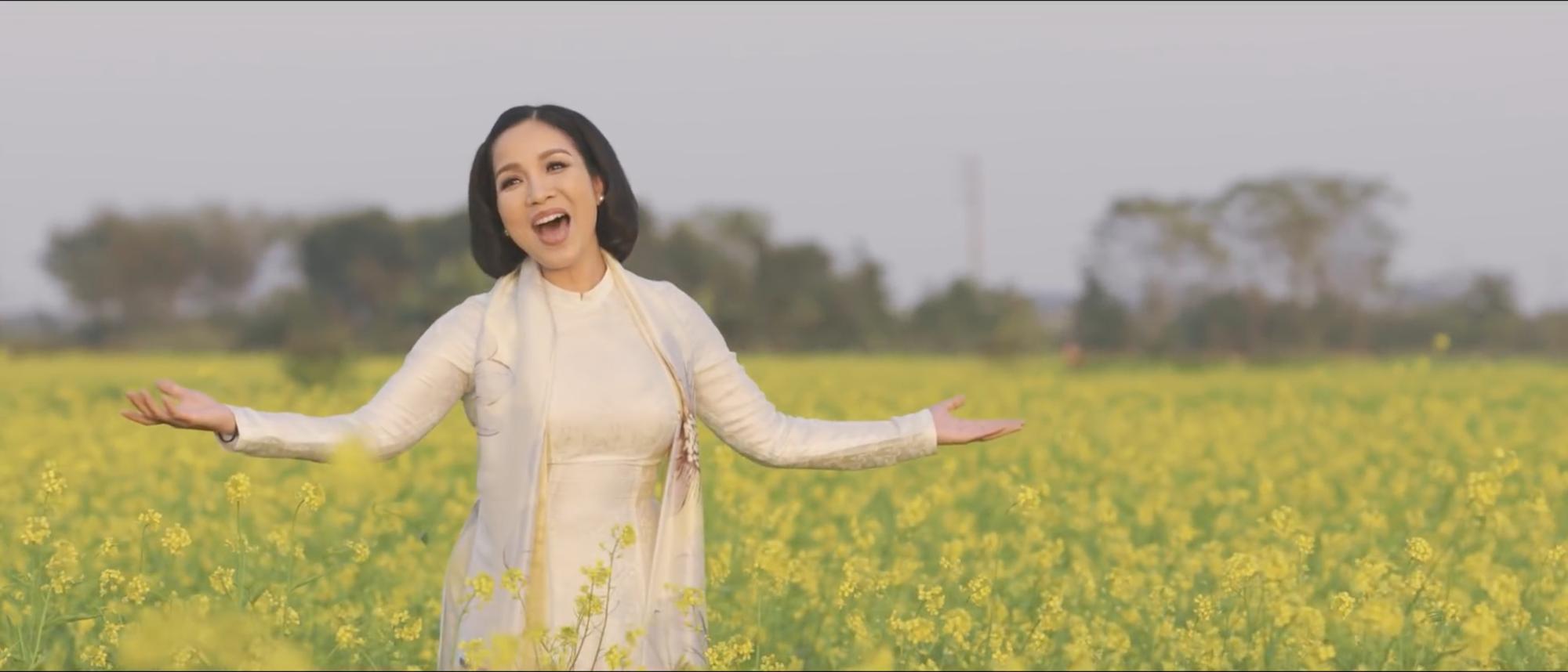Diva Mỹ Linh khắc hoạ hình ảnh ngày Xuân Bắc Bộ trong MV mới dành tặng con gái đón Tết xa quê - Ảnh 2.