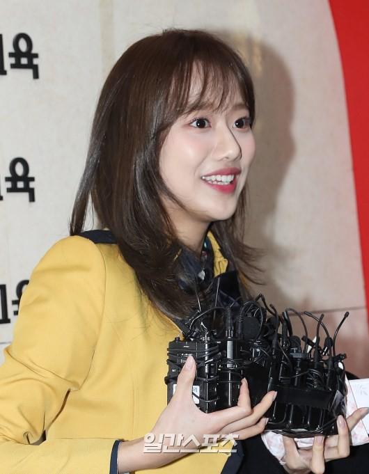 Loạt idol Kpop tốt nghiệp hôm nay: Kim Yoo Jung đẹp đến đẳng cấp nữ thần, Wanna One và NCT đọ vẻ điển trai - Ảnh 26.