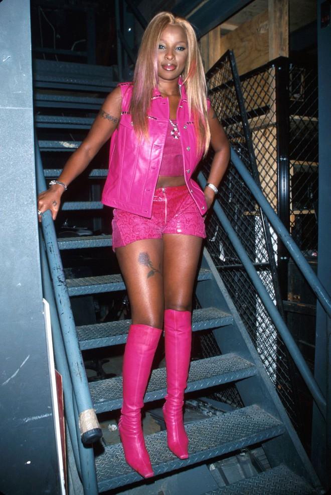 Từ thập niên 90 đến nay, thời trang đi tiệc của các cô gái sành điệu đã thay đổi thế nào? - Ảnh 13.