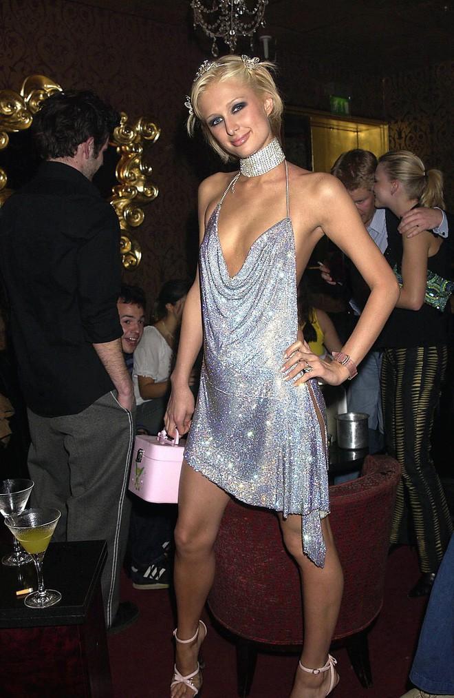 Từ thập niên 90 đến nay, thời trang đi tiệc của các cô gái sành điệu đã thay đổi thế nào? - Ảnh 15.
