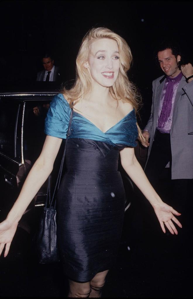Từ thập niên 90 đến nay, thời trang đi tiệc của các cô gái sành điệu đã thay đổi thế nào? - Ảnh 3.