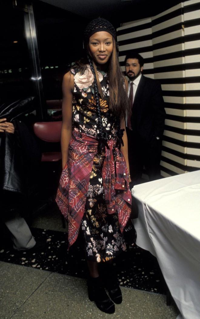 Từ thập niên 90 đến nay, thời trang đi tiệc của các cô gái sành điệu đã thay đổi thế nào? - Ảnh 5.