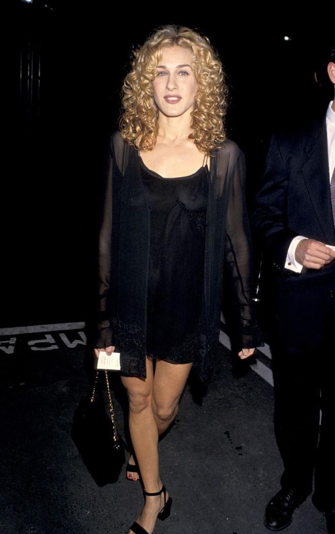 Từ thập niên 90 đến nay, thời trang đi tiệc của các cô gái sành điệu đã thay đổi thế nào? - Ảnh 7.