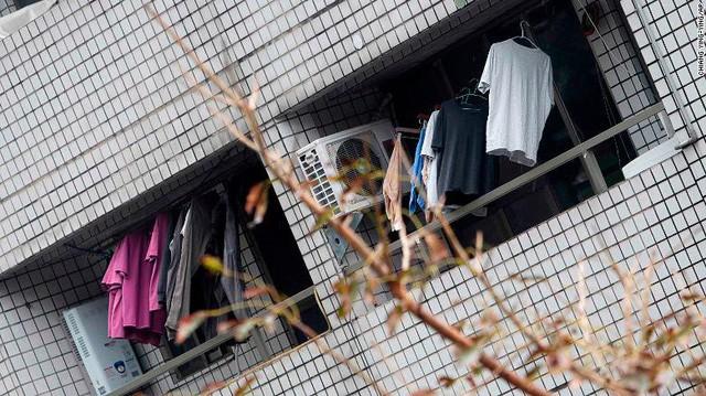 Hình ảnh kinh hoàng về tòa chung cư bị quật ngã vì động đất ở Đài Loan, nơi hàng chục người mắc kẹt - Ảnh 8.