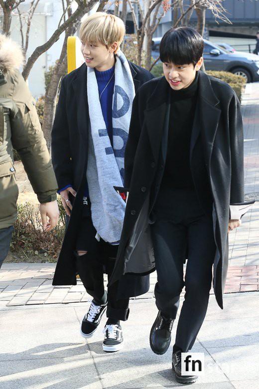 Loạt idol Kpop tốt nghiệp hôm nay: Kim Yoo Jung đẹp đến đẳng cấp nữ thần, Wanna One và NCT đọ vẻ điển trai - Ảnh 27.