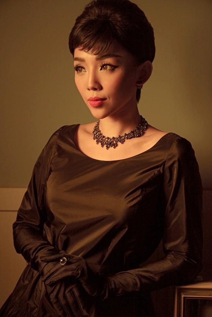 Tóc Tiên hóa thân thành quý cô thập niên 60 trong MV dành tặng riêng cho hội F.A - Ảnh 4.