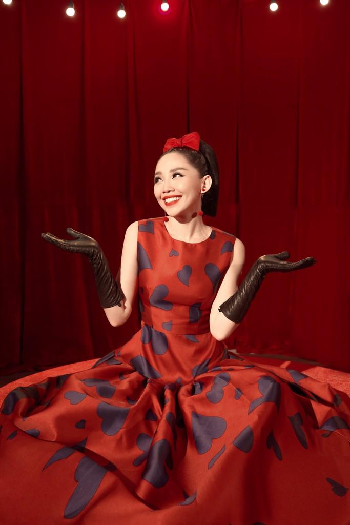 Tóc Tiên hóa thân thành quý cô thập niên 60 trong MV dành tặng riêng cho hội F.A - Ảnh 3.