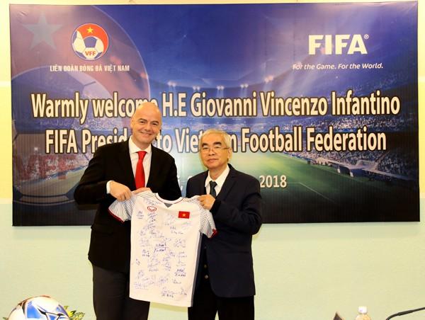 """Chủ tịch FIFA: """"Tôi cảm nhận rõ dư âm từ kỳ tích của U23 Việt Nam - Ảnh 1."""