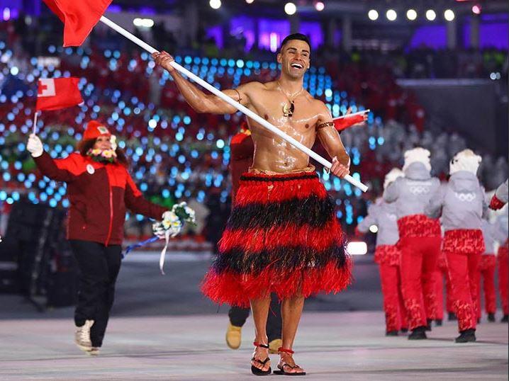 Cởi trần giữa trời lạnh âm 10 độ, mỹ nam gây sốt tại lễ khai mạc Olympics mùa đông 2018 - Ảnh 2.