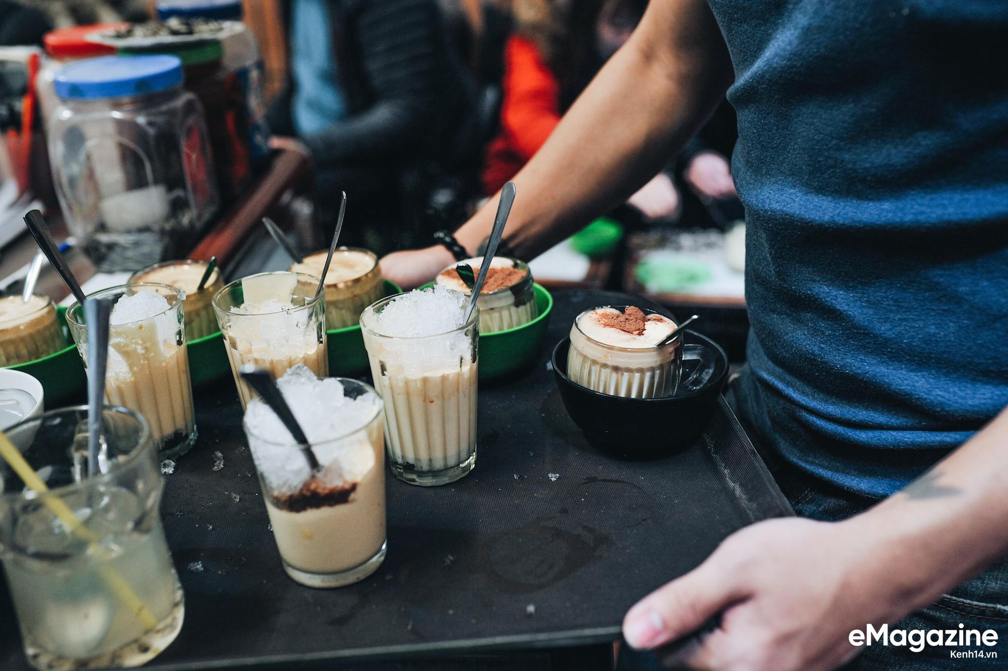 Đến Giảng không chỉ để uống một ly cafe trứng, mà còn để hưởng cái nhàn nhã rất Hà Nội của một quán xưa - Ảnh 5.