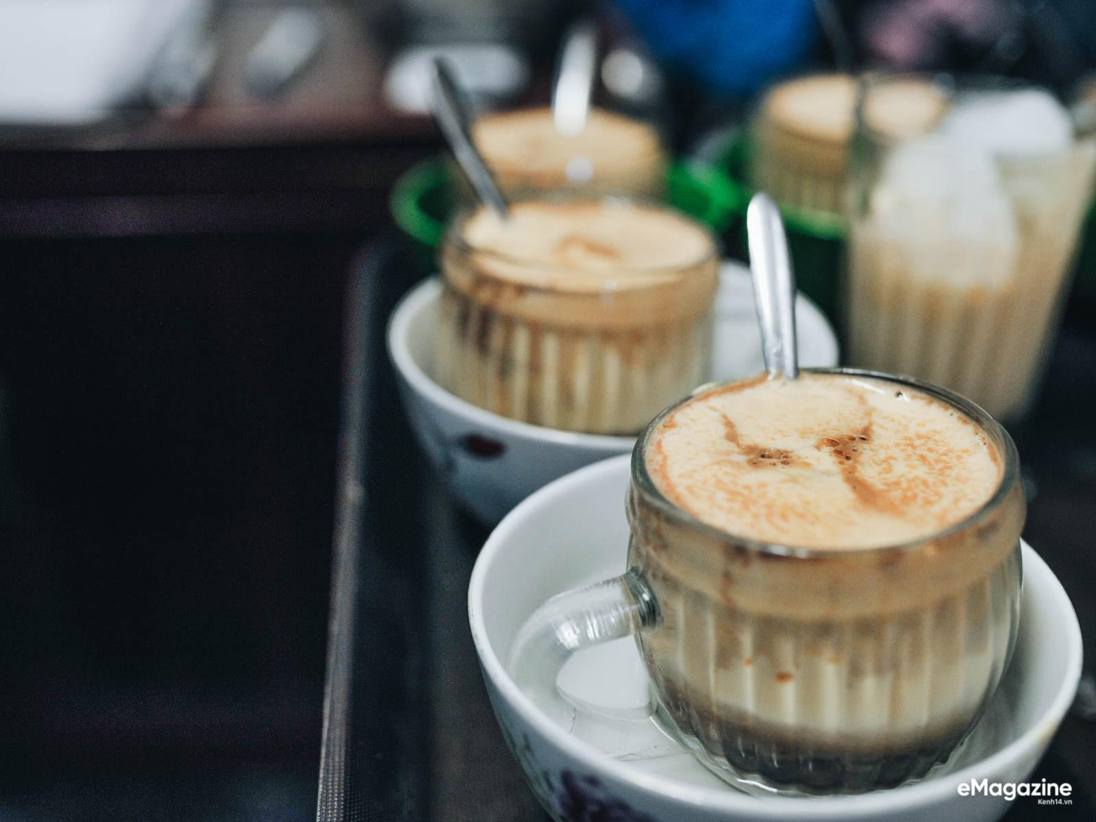 Đến Giảng không chỉ để uống một ly cafe trứng, mà còn để hưởng cái nhàn nhã rất Hà Nội của một quán xưa - Ảnh 7.