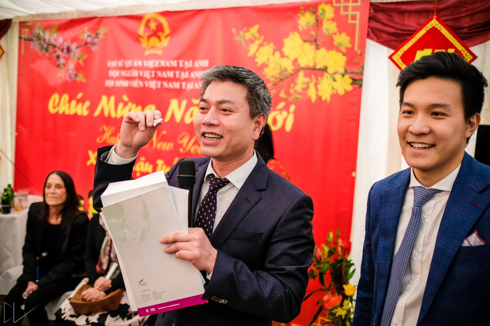 Trai xinh, gái đẹp nô nức tham gia chương trình Tết của du học sinh Việt tại Anh - Ảnh 6.