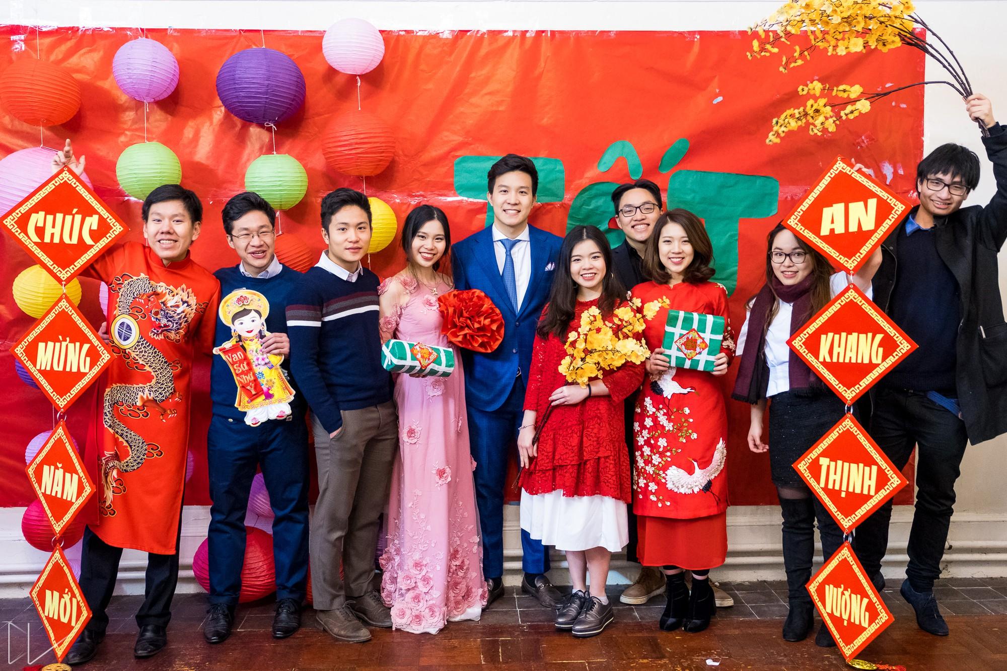 Trai xinh, gái đẹp nô nức tham gia chương trình Tết của du học sinh Việt tại Anh - Ảnh 2.