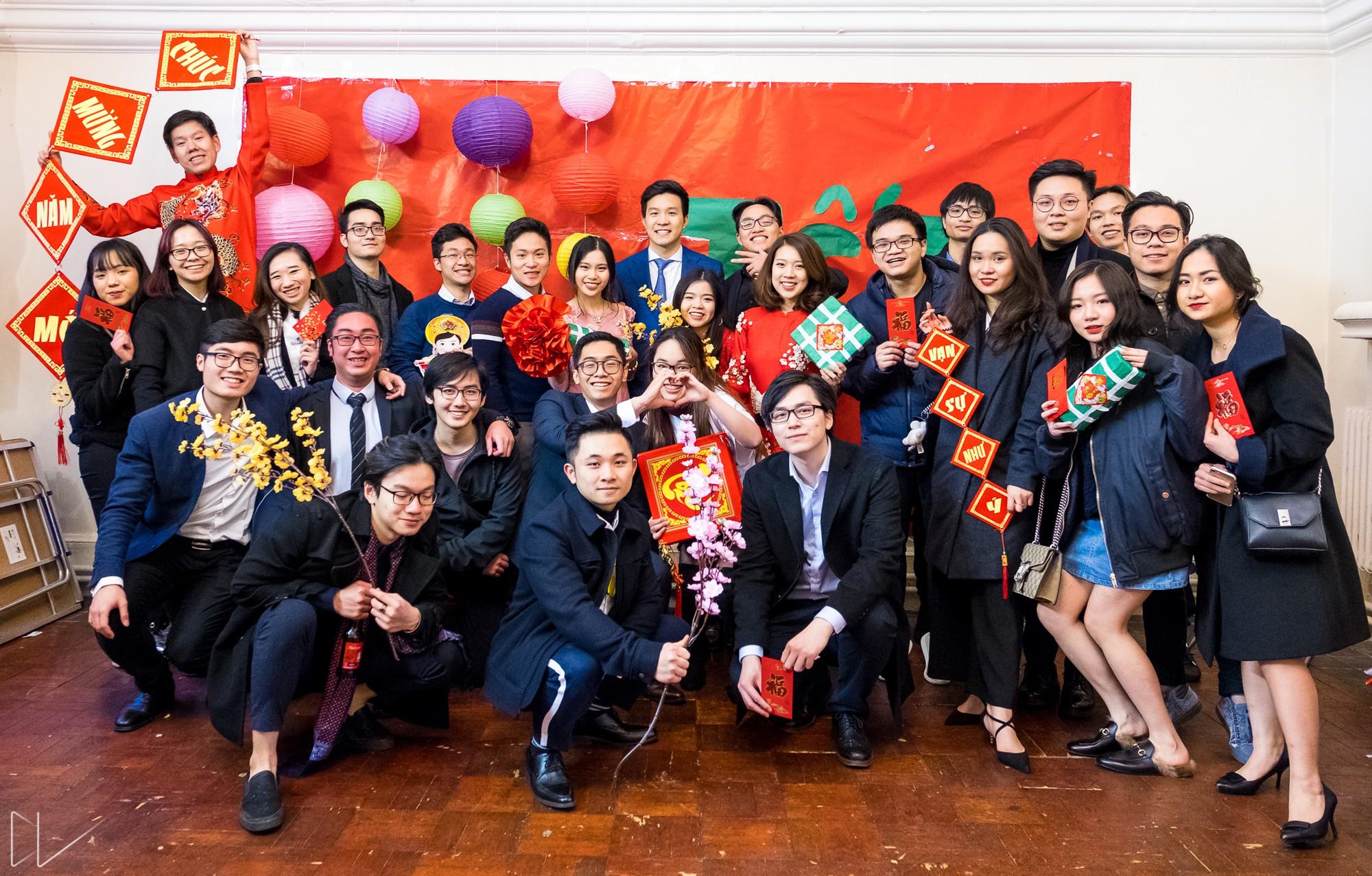Trai xinh, gái đẹp nô nức tham gia chương trình Tết của du học sinh Việt tại Anh - Ảnh 1.