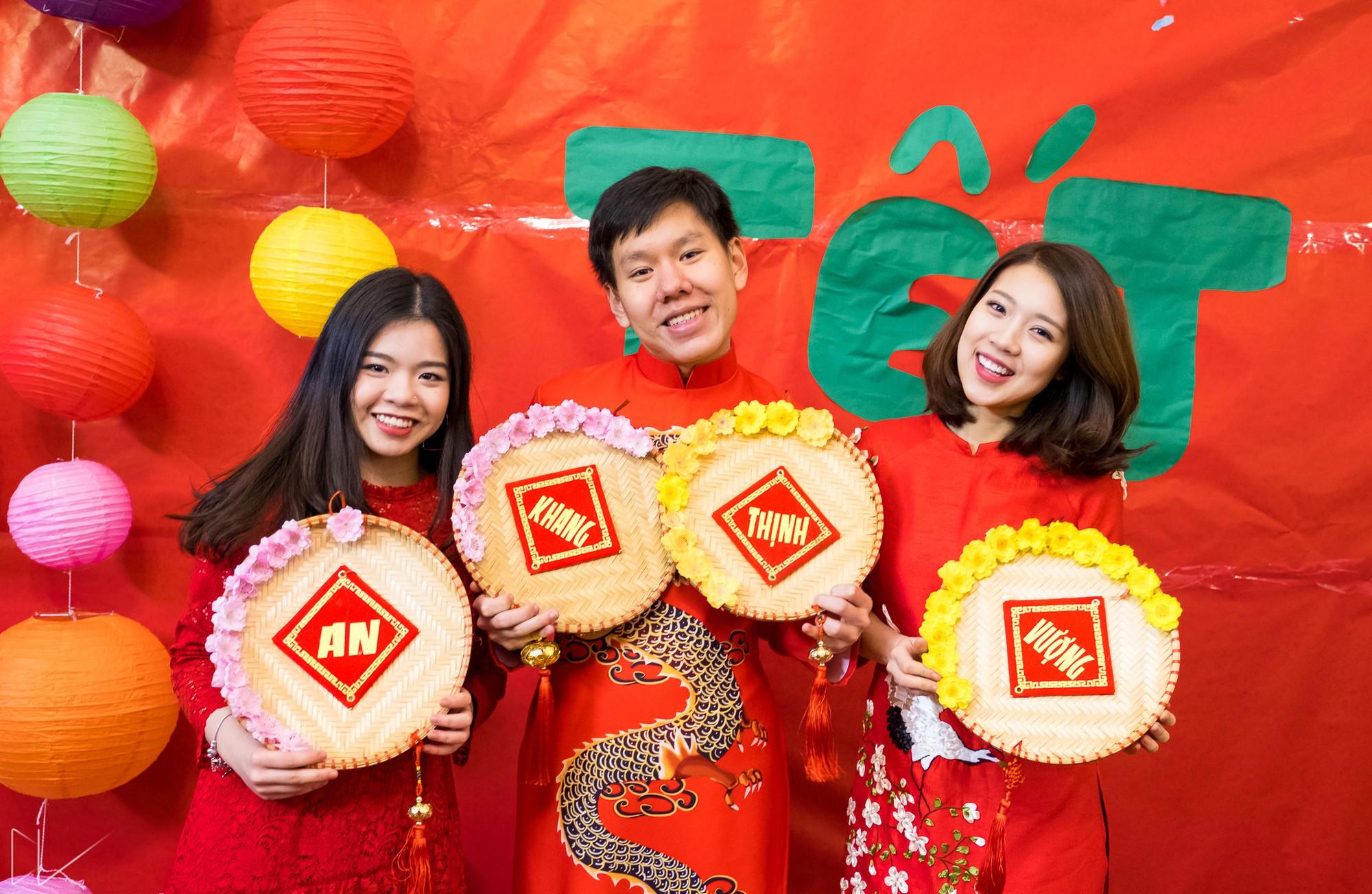 Trai xinh, gái đẹp nô nức tham gia chương trình Tết của du học sinh Việt tại Anh - Ảnh 9.