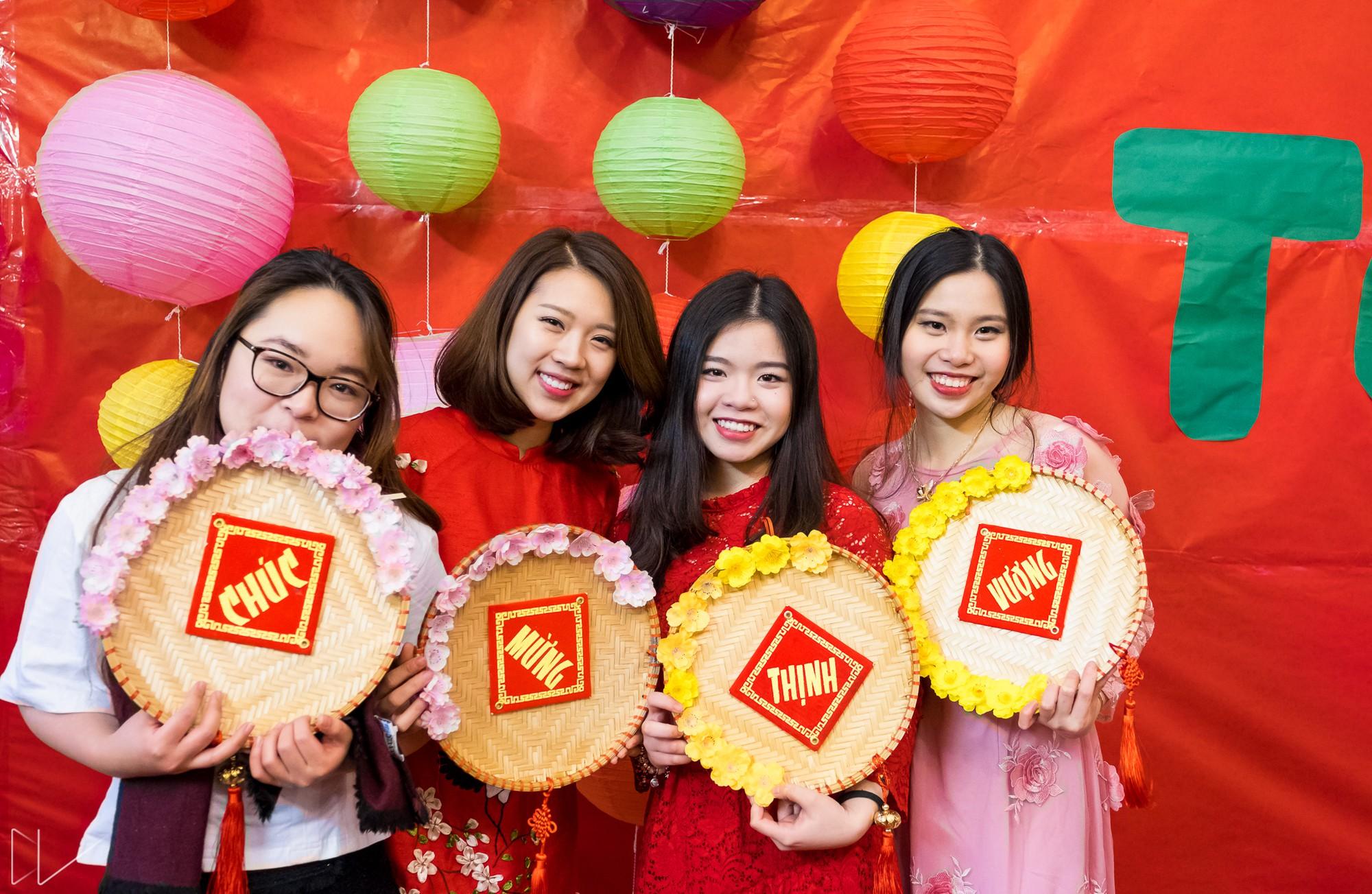 Trai xinh, gái đẹp nô nức tham gia chương trình Tết của du học sinh Việt tại Anh - Ảnh 10.