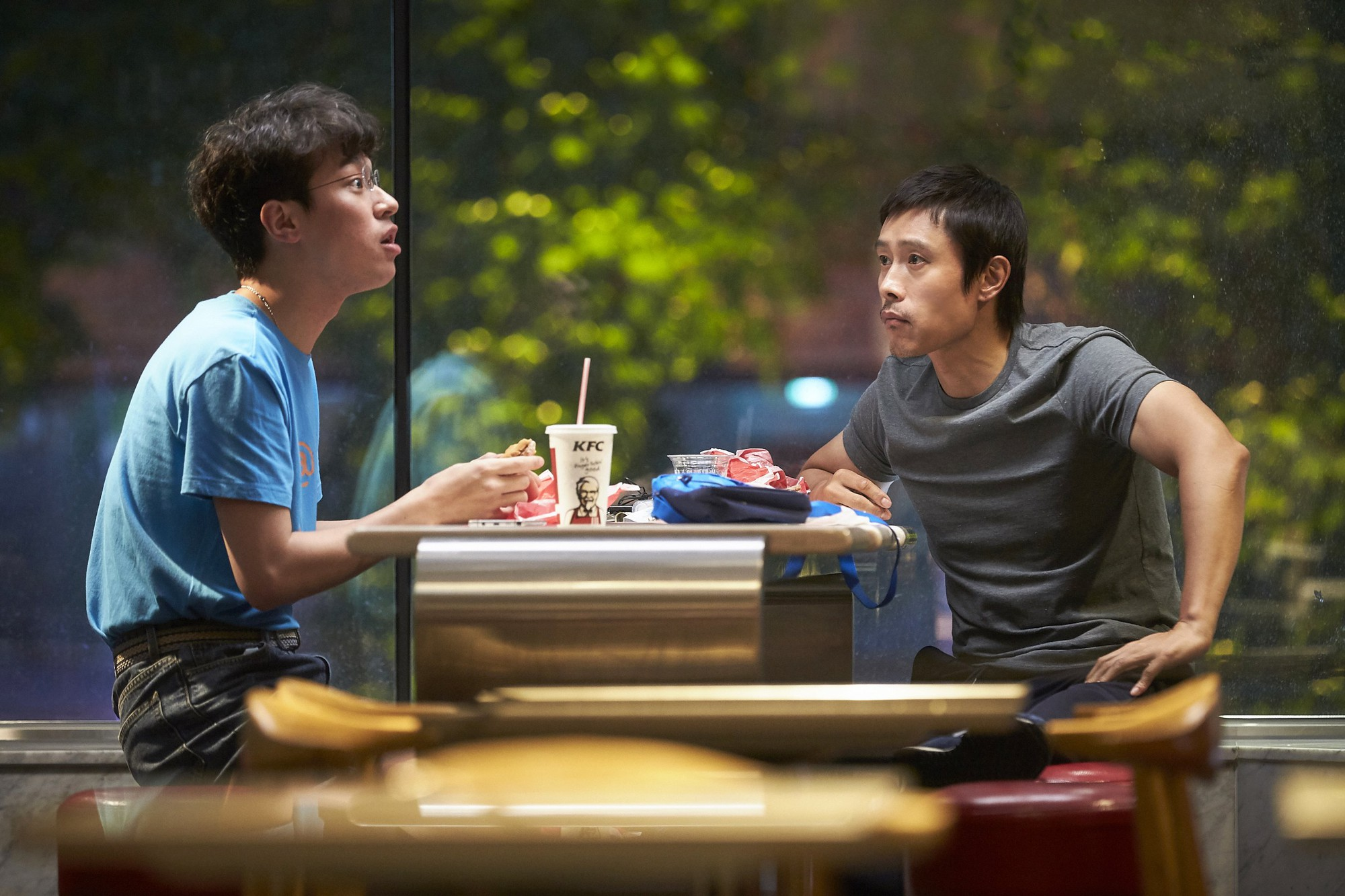 Xin Chào, Cậu Em Khác Người! - Khóc ngon lành vì mẹ con Lee Byung Hun - Ảnh 3.