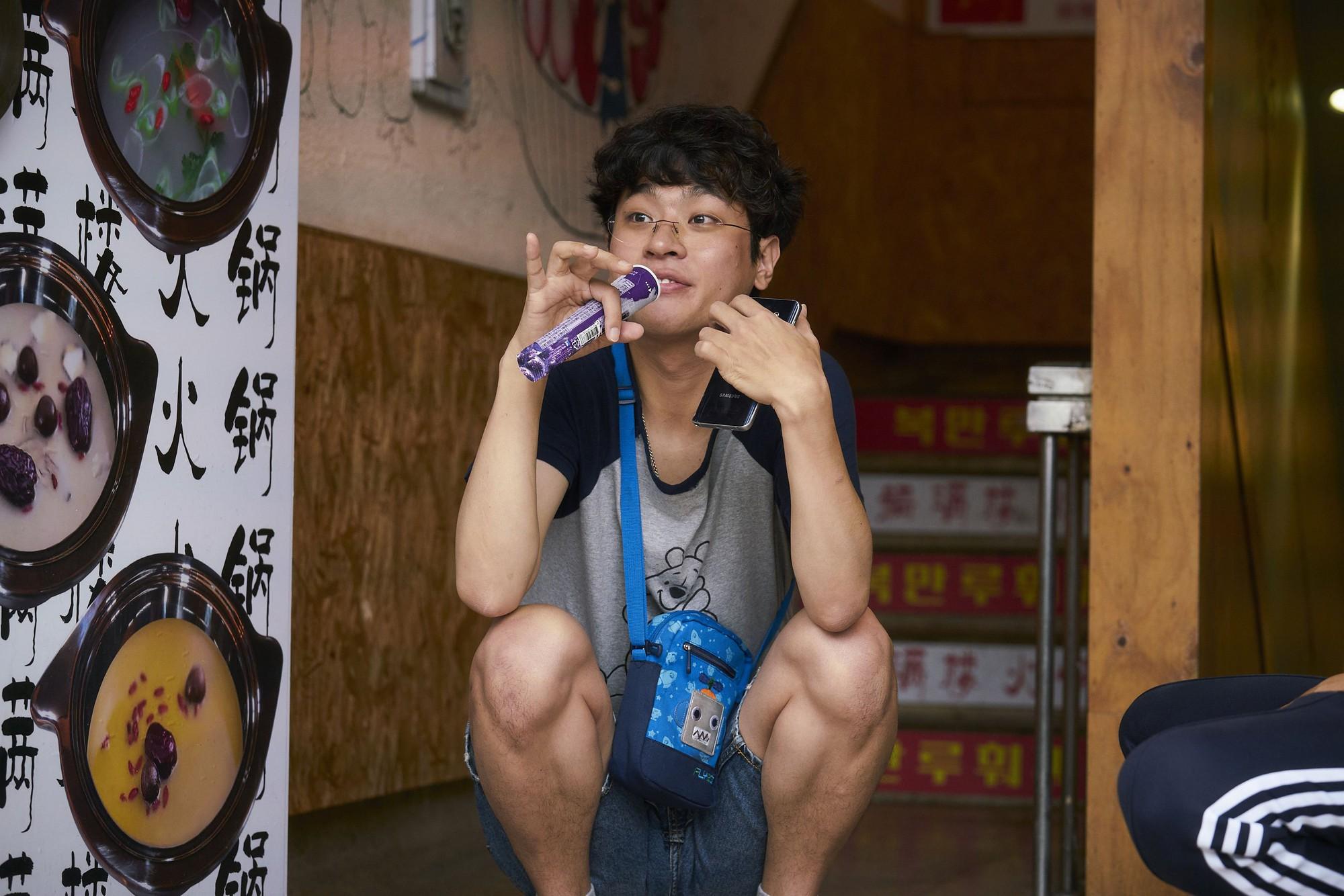Xin Chào, Cậu Em Khác Người! - Khóc ngon lành vì mẹ con Lee Byung Hun - Ảnh 4.