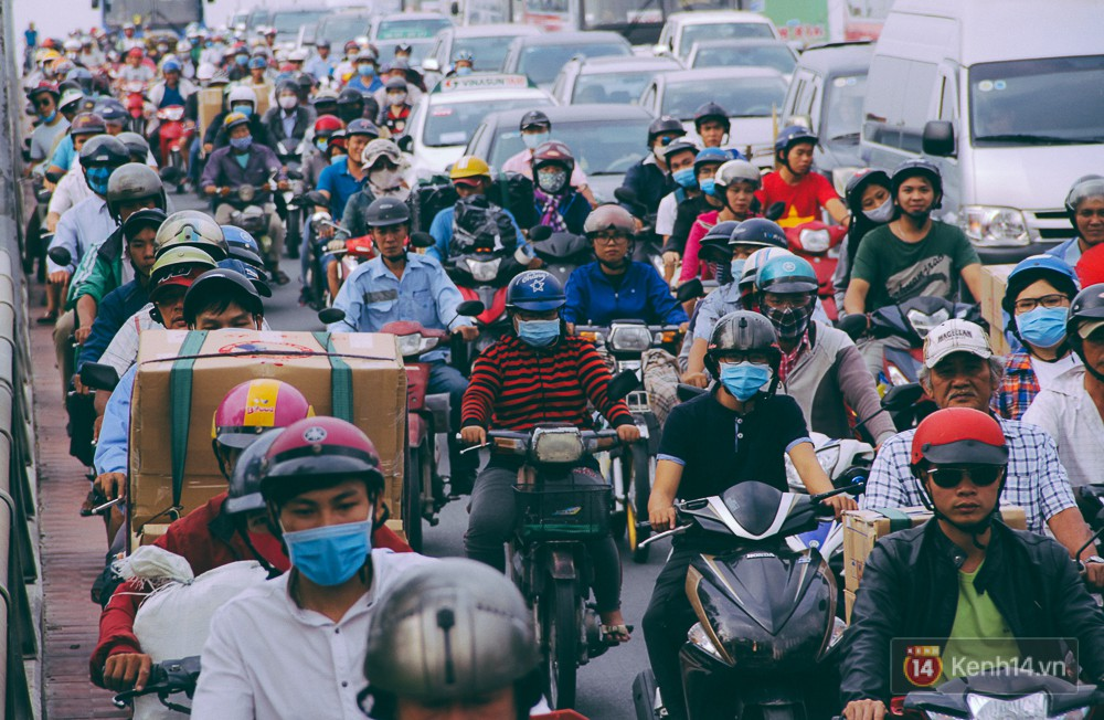 Người dân về quê đón Tết: Các ngã đường đến bến bến xe Miền Đông tắc nghẽn từ chiều đến tối, trẻ em ngủ trên xe 1