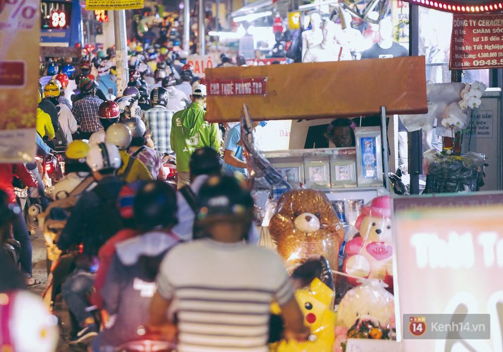 Người dân về quê đón Tết: Các ngã đường đến bến bến xe Miền Đông tắc nghẽn từ chiều đến tối, trẻ em ngủ trên xe 14