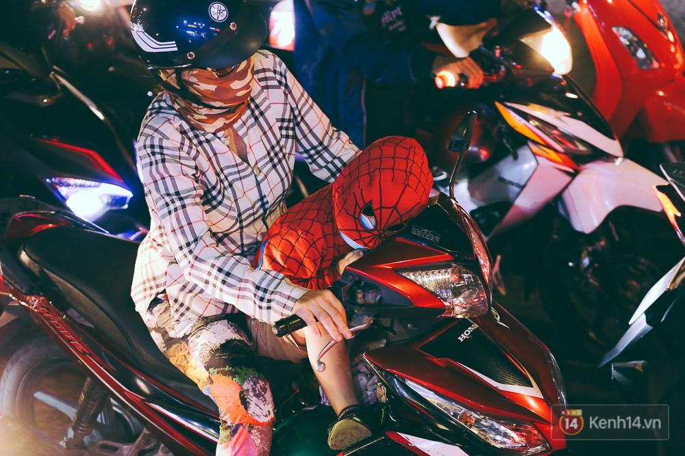 Người dân về quê đón Tết: Các ngã đường đến bến bến xe Miền Đông tắc nghẽn từ chiều đến tối, trẻ em ngủ trên xe 20