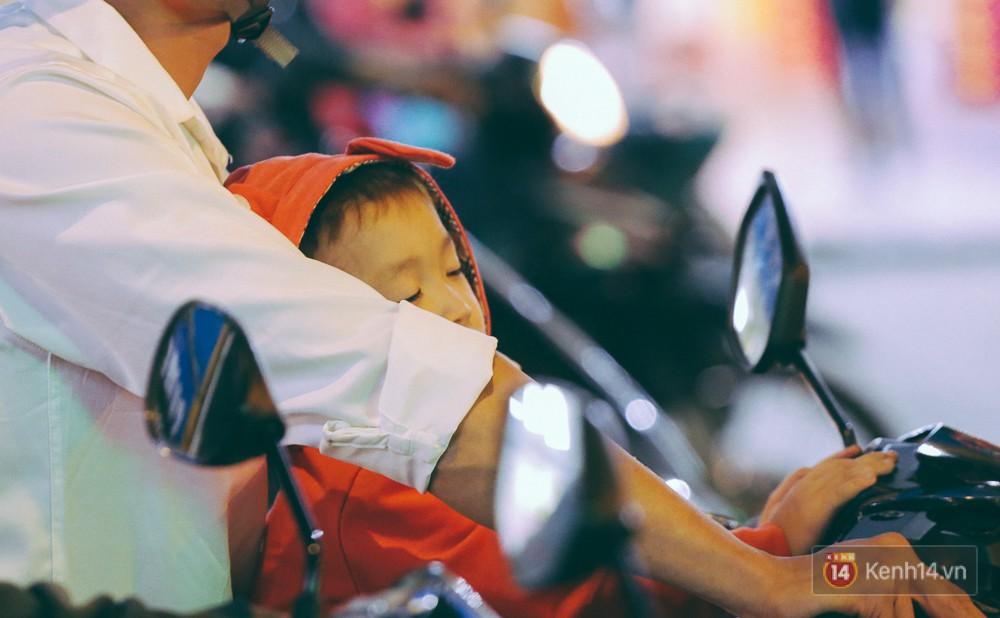Người dân về quê đón Tết: Các ngã đường đến bến bến xe Miền Đông tắc nghẽn từ chiều đến tối, trẻ em ngủ trên xe 17