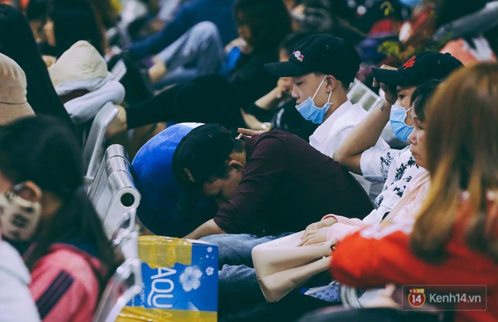 Người dân về quê đón Tết: Các ngã đường đến bến bến xe Miền Đông tắc nghẽn từ chiều đến tối, trẻ em ngủ trên xe 29