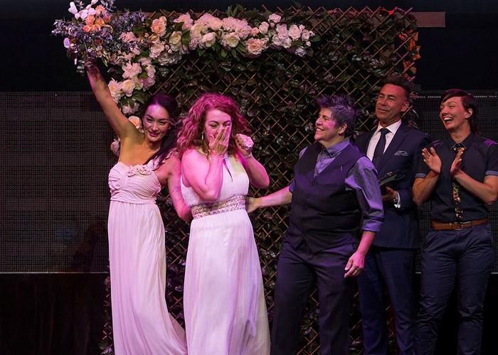 Hạnh phúc vỡ òa trong các đám cưới đồng tính ở Australia - Ảnh 11.