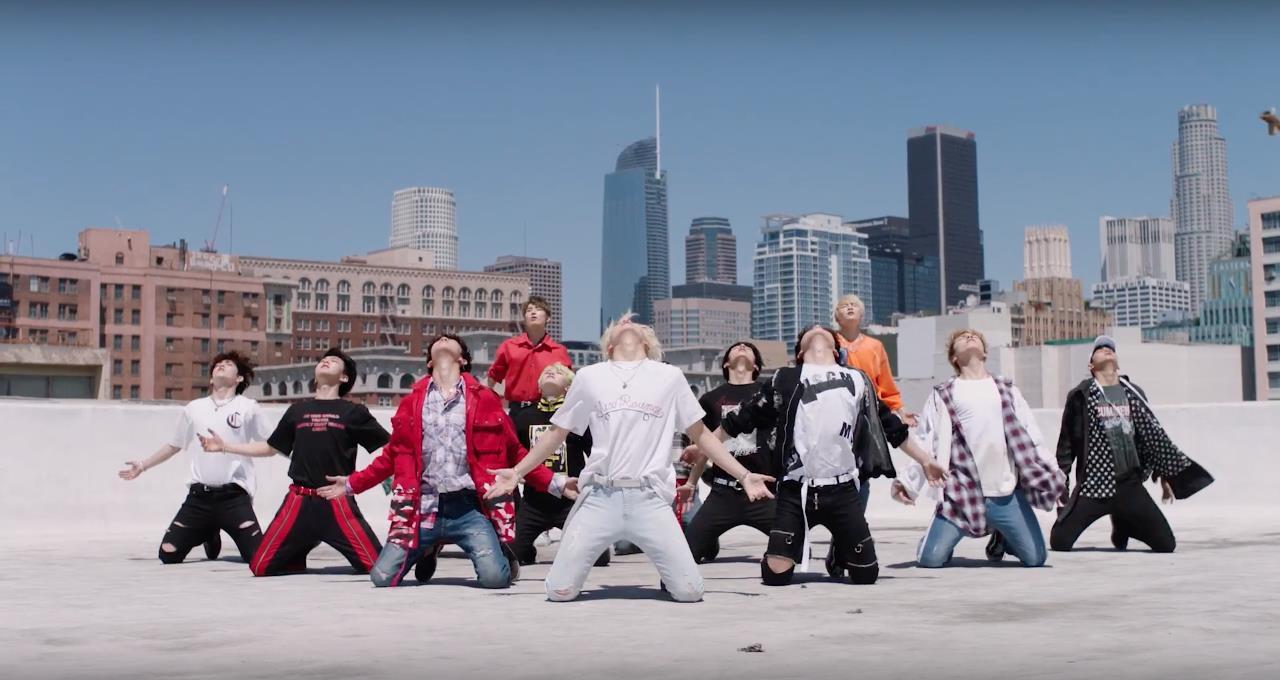 Top 15 ca khúc có vũ đạo bùng nổ nhất Kpop 2017 - Ảnh 23.
