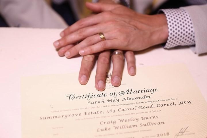 Hạnh phúc vỡ òa trong các đám cưới đồng tính ở Australia - Ảnh 4.