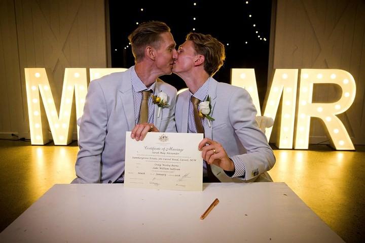 Hạnh phúc vỡ òa trong các đám cưới đồng tính ở Australia - Ảnh 5.