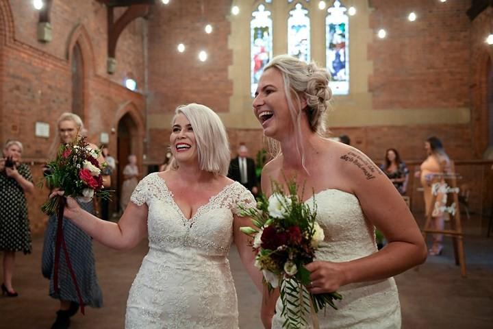 Hạnh phúc vỡ òa trong các đám cưới đồng tính ở Australia - Ảnh 9.