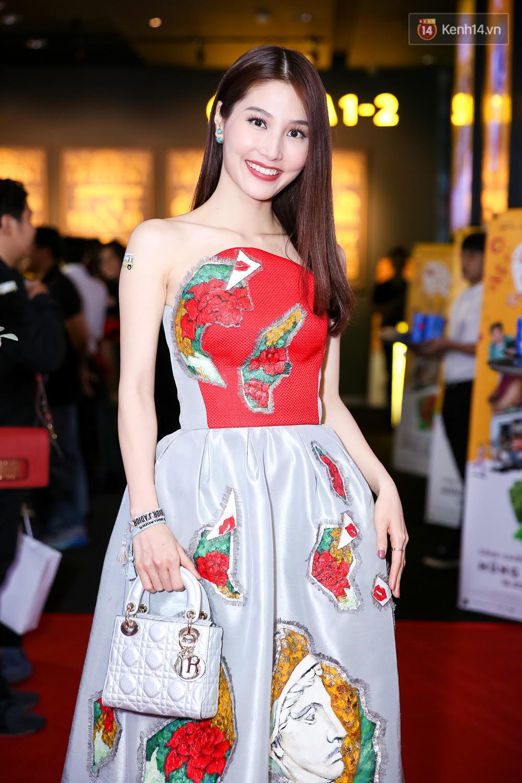 Đông Nhi, Isaac, Rocker cùng dàn sao Việt nô nức trẩy hội, ủng hộ phim Tết của Ngô Thanh Vân - Ảnh 11.