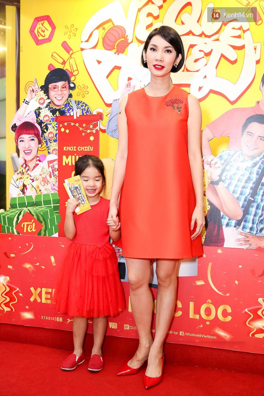 Đông Nhi, Isaac, Rocker cùng dàn sao Việt nô nức trẩy hội, ủng hộ phim Tết của Ngô Thanh Vân - Ảnh 12.