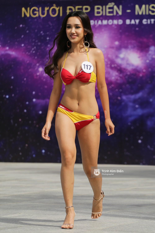 Dàn người đẹp Hoa hậu Hoàn vũ lộ đùi to, bụng mỡ khác xa ảnh photoshop trong phần thi trình diễn bikini - Ảnh 5.
