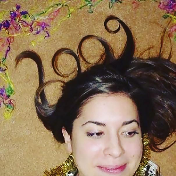 Chụp ảnh cực dị đón năm mới, cô gái này được cả trăm nghìn người chú ý trên Instagram - Ảnh 2.