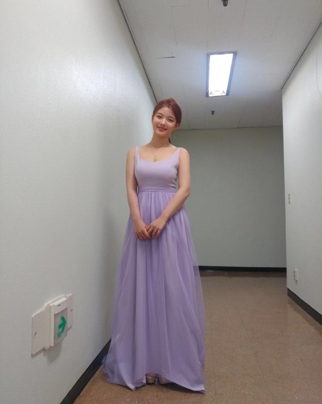 Không chỉ thành mỹ nhân, diễn viên nhí Mặt trăng ôm mặt trời một thời Kim Yoo Jung giờ còn khoe ngực gợi cảm - Ảnh 4.