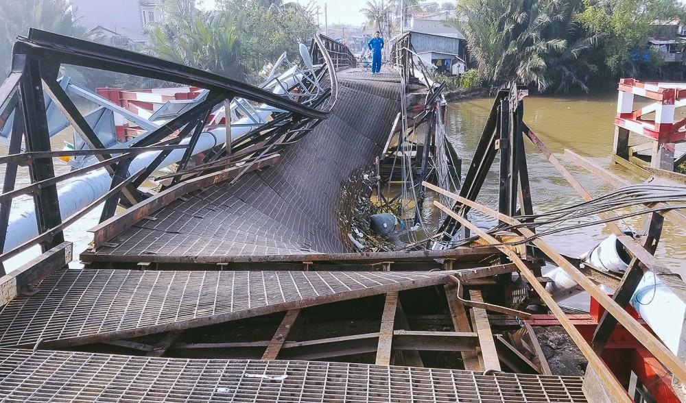 Cận cảnh hiện trường kinh hoàng sập cầu Long Kiển ở Sài Gòn, chưa thể vớt ô tô tải rơi xuống sông - Ảnh 14.