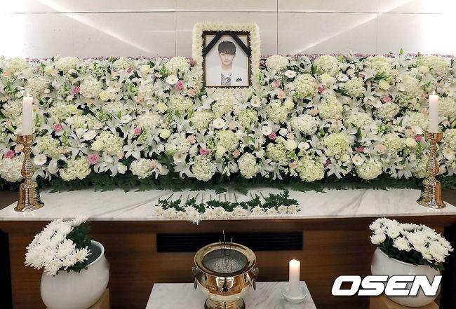 Xót xa hình ảnh tươi sáng của em trai Ha Ji Won trong di ảnh tại tang lễ hôm nay - Ảnh 3.