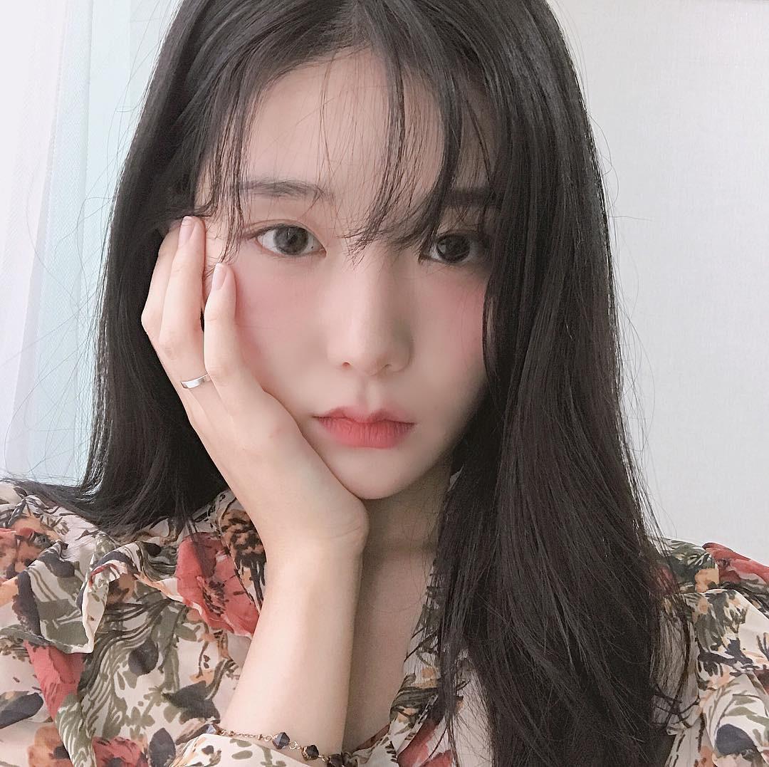 """Vừa làm thon mặt lại khiến da hồng hào, đây chính là 3 động tác massage """"tuyệt kỹ"""" các các cô gái Hàn Quốc - Ảnh 1."""