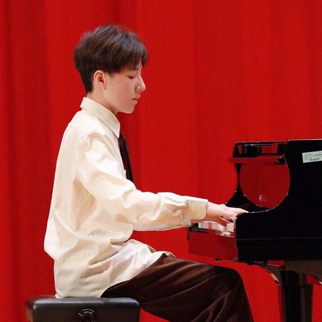 Tiểu Vương Lực Hoành Trung Quốc: 13 tuổi đã cao 1m70, học giỏi và biết chơi cả piano, violin - Ảnh 6.