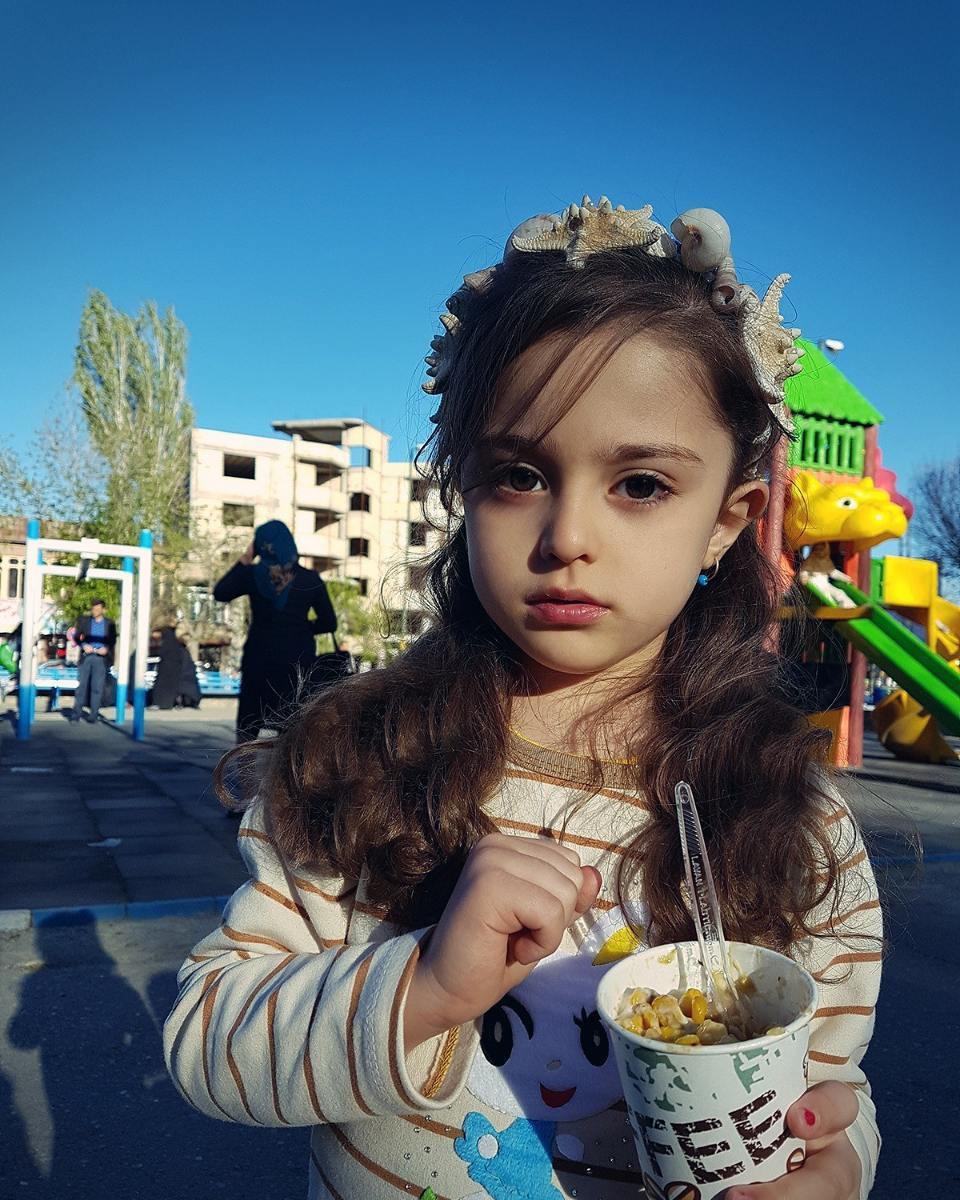 Thiên thần nhỏ người Iran khiến cư dân mạng Trung Quốc sửng sốt vì giống mỹ nữ Tân Cương Địch Lệ Nhiệt Ba - Ảnh 6.