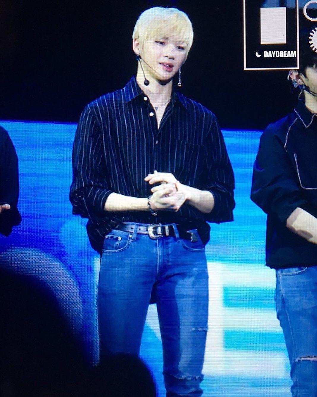 Tóc bỗng dựng ngược trên sân khấu, center quốc dân Kang Daniel thành nguồn cảm hứng chế ảnh bất tận - Ảnh 15.