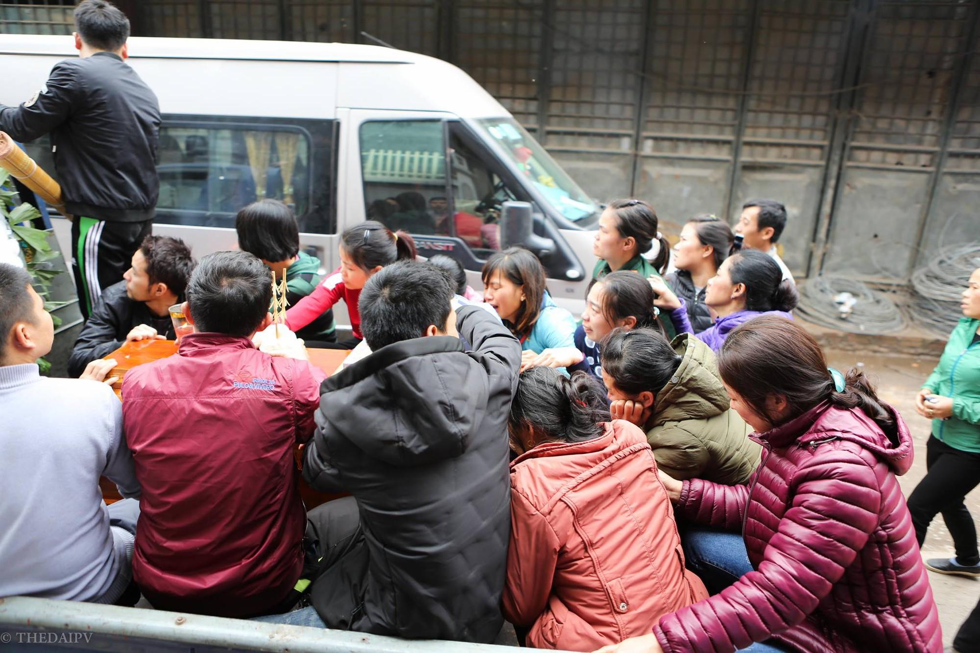 Người thân đau đớn tiễn đưa bé gái 2 tuổi tử vong trong vụ nổ kinh hoàng ở Bắc Ninh - Ảnh 2.