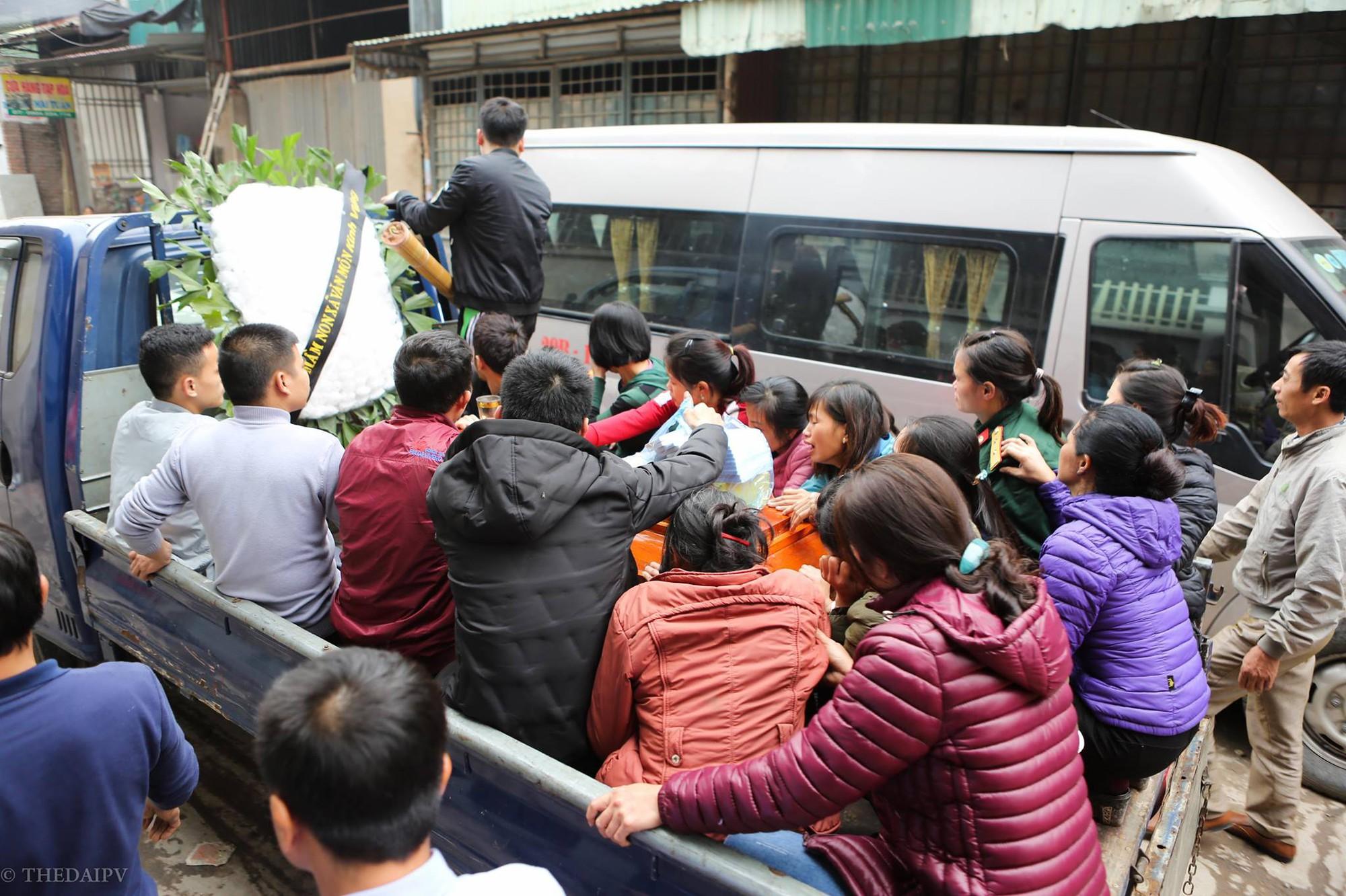 Người thân đau đớn tiễn đưa bé gái 2 tuổi tử vong trong vụ nổ kinh hoàng ở Bắc Ninh - Ảnh 3.
